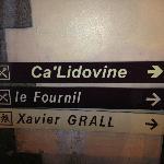 Affiche visible par la rue du Général de Gaulle