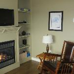 living room area with fireplace and flat screen TV