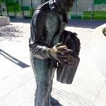 Shaking Man statue - Nice!