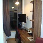 Le bureau et le lit