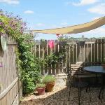Saule private patio garden with scented flowers & sun shade