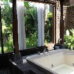 the outdoor bathroom jaccuzzi downstairs