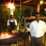 grill aften ved hotellets pool restaurante
