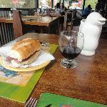 Choripan + vaso de vino
