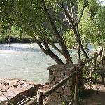 Vista del río, pegado a la cabaña