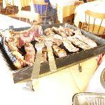 la bistecca alla fiorentina sul bracere da tavolo