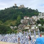 Monte Igeldo visto desde la playa de Ondarreta.
