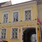 Meriton Garden Hotel - Entrance