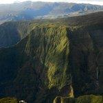 Au dessus de Takamaka , Est de l'île de La Réunion