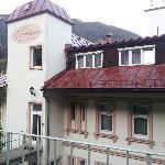 le deuxième étage de l'hotel, là où est l'entrée de l'hotel
