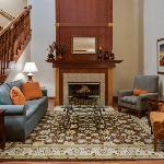 CountryInn&Suites CrystalLake Lobby