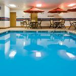 CountryInn&Suites CrystalLake Pool