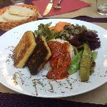tortini di patate con salsa piccante e verdure