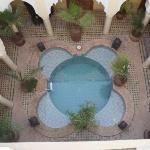 tres agreable moments de detente dans la piscine