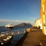 Express boat arriving in Helnessund