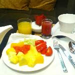 club lounge breakfast-- round 1