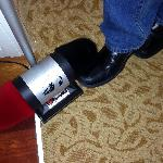 Personal shoe shine device in room