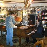 Barbereich mit Klavier