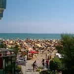 Blick vom Zimmer auf den Strand