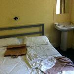 letto lavandino in camera