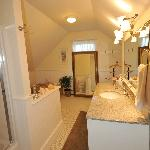 Katherine suite bathroom