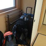 Zona para dejar maletas en la habitación