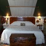 Kootenay Suite with kingbed