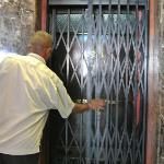 50年位前の年代物エレベーター。まだ現役。