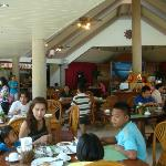 overcrowded and noisy guests in the restaurant