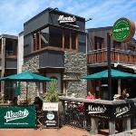 Montys Bar