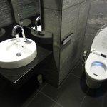 ロビー階のトイレは高級