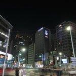 築地4丁目交差点からホテルを撮影
