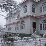 another view of Hotel Dewan-e-Khas in snow covered winter