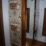 Dettaglio: l'armadio della camera