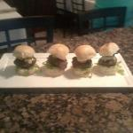 umami kobe sliders with vermont sharp cheddar, bistro bread and butter pickels and garlic aioli!