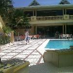 Restaurante y piscina
