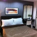 suite b, real pic.... nice clean comfy pillows king size bed