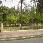 Parque frente al hotel.