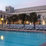 Fachada y piscina termal Balneari Prats