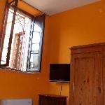 Camera 2 (mancano le tende, ma c'è un'impalcatura)