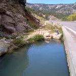 "Soda Dam Hot Springs ""tub"" right next to road"