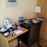 El escritorio de la habitación