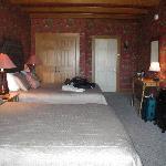 chambre, vue sur la porte d'entrée