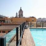 Het zwembad op het dakterras