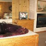 Heart-Shaped Jacuzzi's and Fireplaces in Honeymoon Rooms