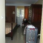Amplia habitación (standar), bonitos muebles y nuevos.