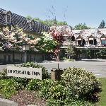‪Riverside Inn‬