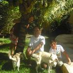 Com José e Janete, e os cãezinhos Junior e Shiri