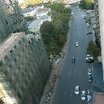 Strasse vor dem Gebäude