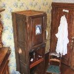 """""""Wisteria Gardens"""" Room"""